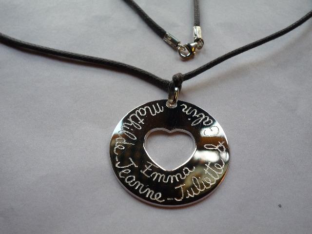 Collier médaille creuse détail recto