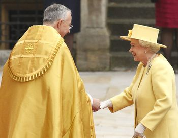 Abeth-is-welcomed-by-right-reverend-john-hall-dean-of-westminster-as-she-arrives-before-wedding-of-britain-s-prince-william-and-kate-middleton-in-london