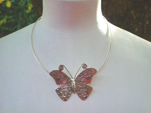 Collier argent papillon : 89.00 €
