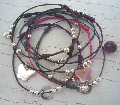 Bracelet fin avec breloques en argent ou nacre : 18.00 € piece